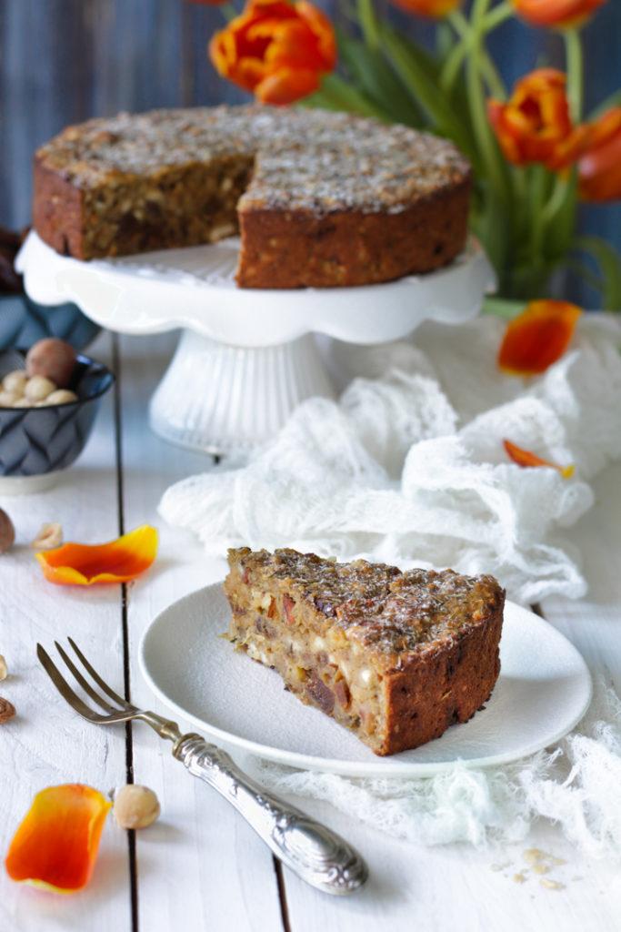 Torta rustica di pane raffermo, fichi e zucchero integrale senza lattosio