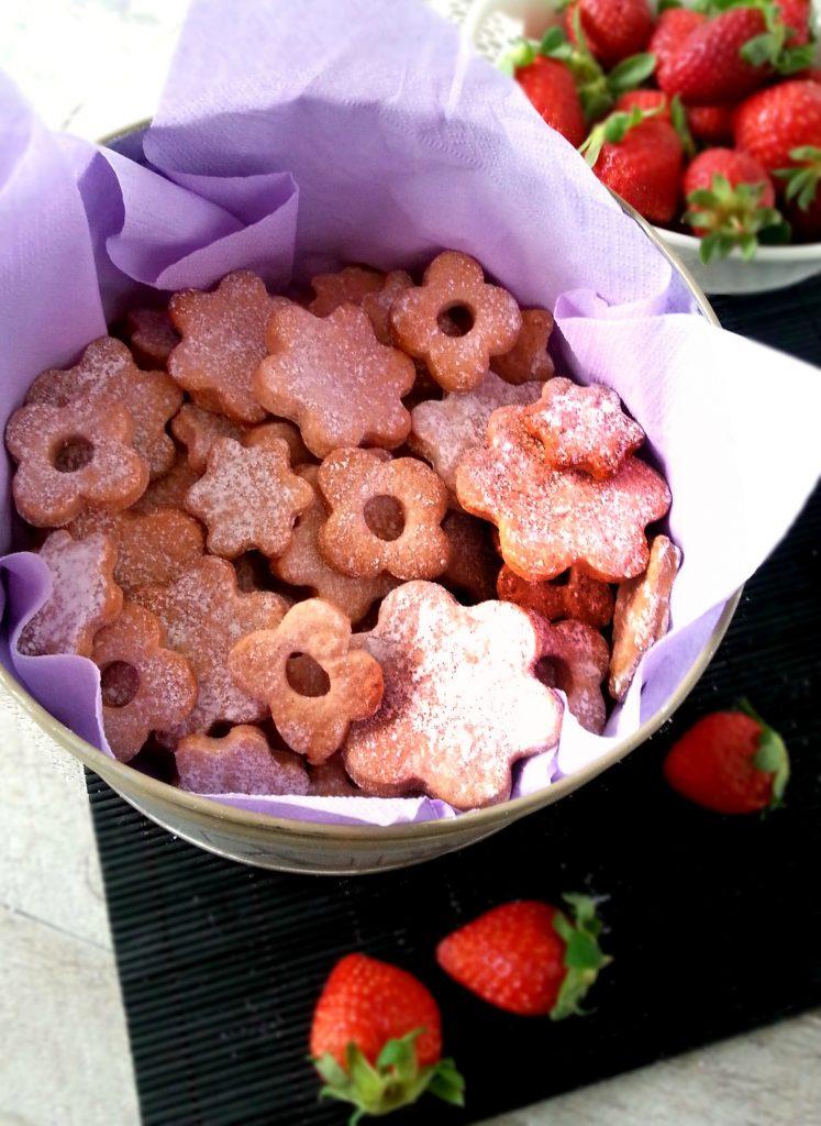 Biscotti in rosa alla frolla di fragole conservazione