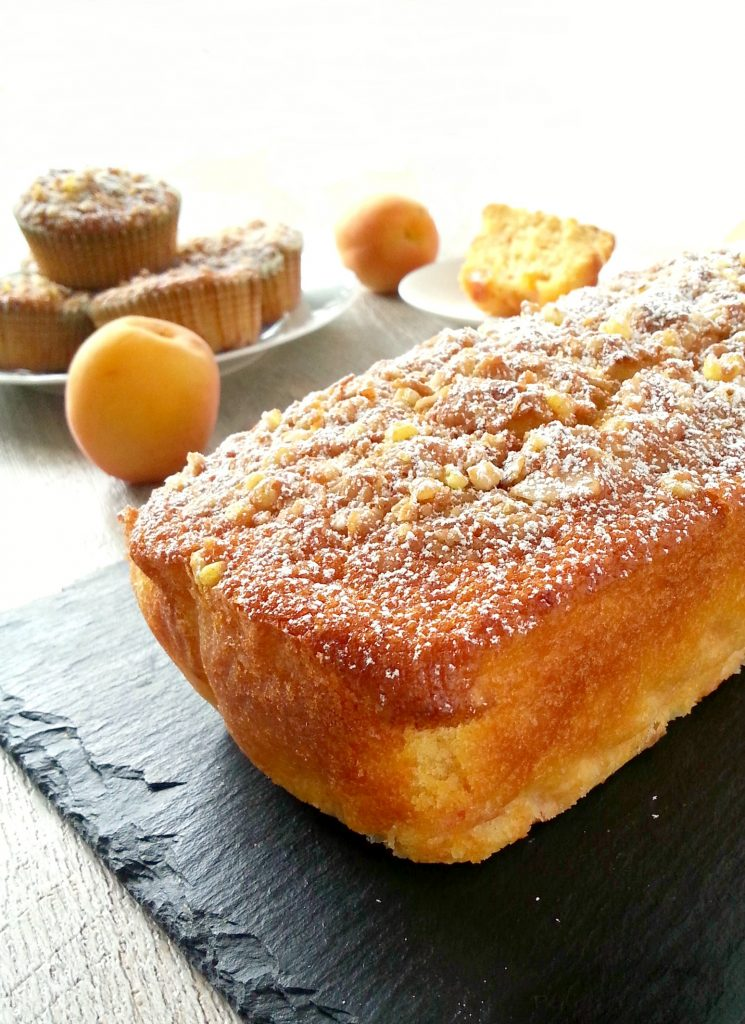 Plum cake leggero alla doppia albicocca senza burro