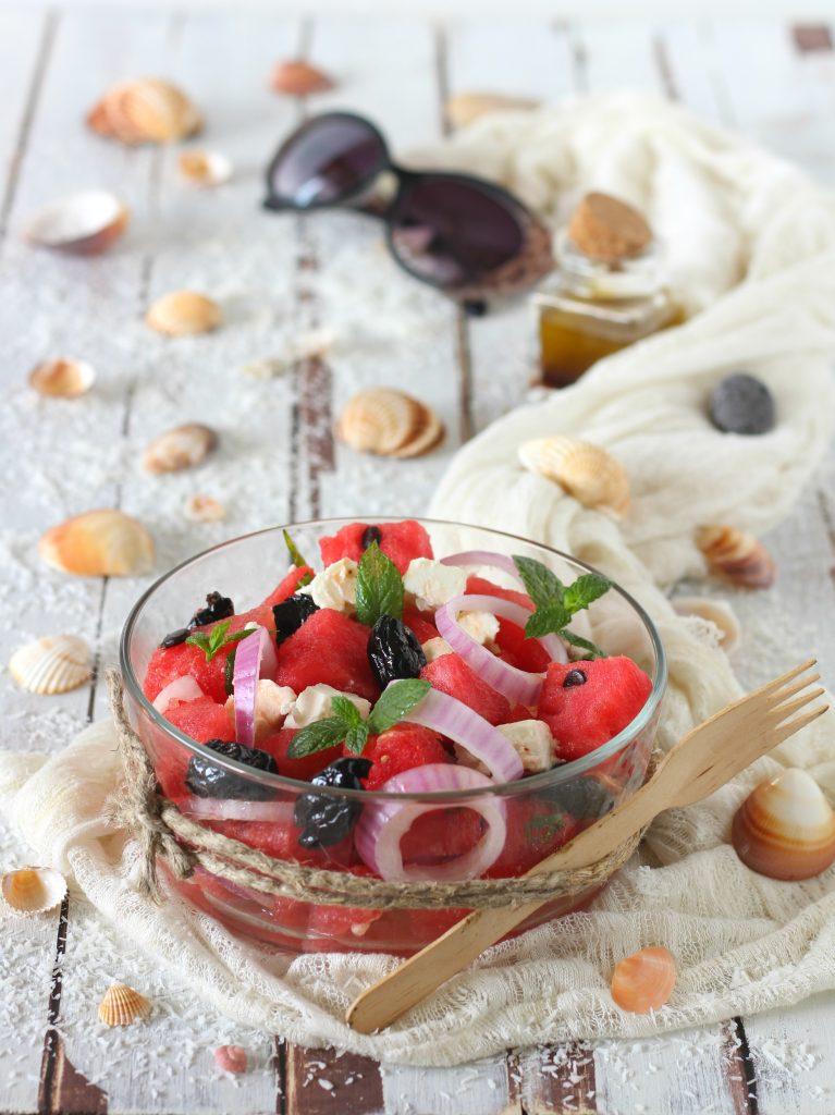 Feta salad con anguria olive nere e menta senza cottura