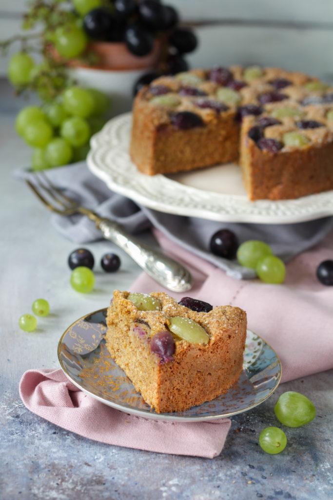 Torta di pangrattato con muesli e uva facile veloce