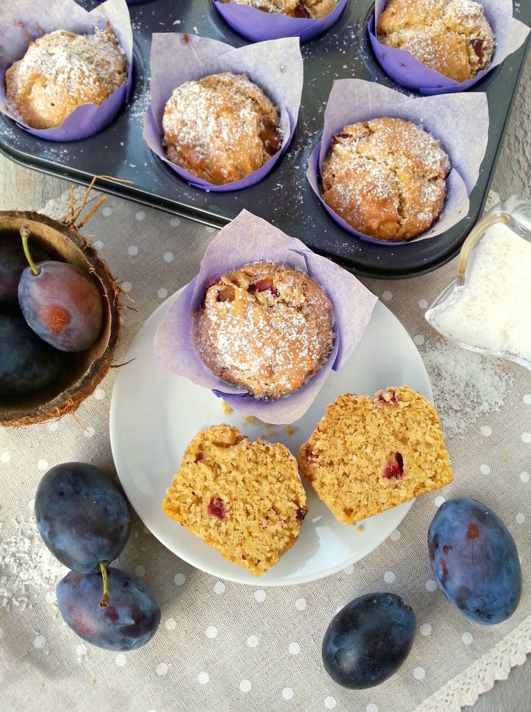 Muffin vegani al cocco fresco e prugne ricetta light