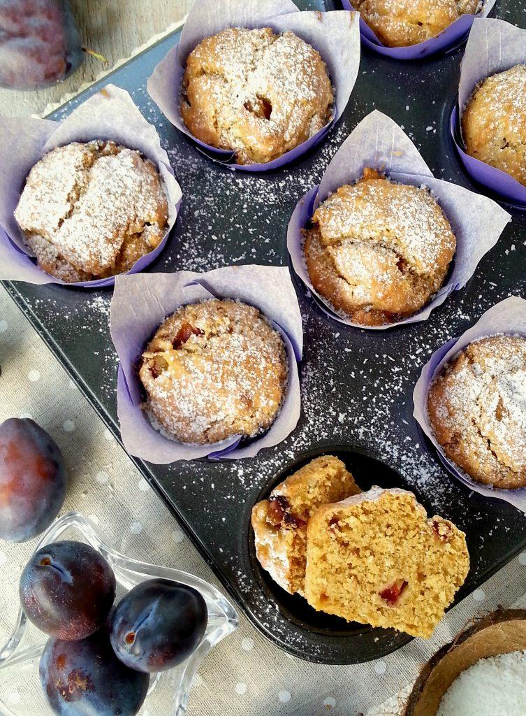 Muffin vegani al cocco fresco e prugne facili