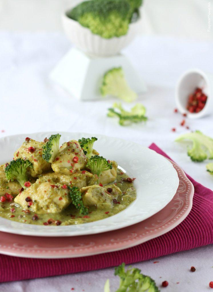 Spezzatino di pollo ai broccoli curry e pepe rosa ricetta light