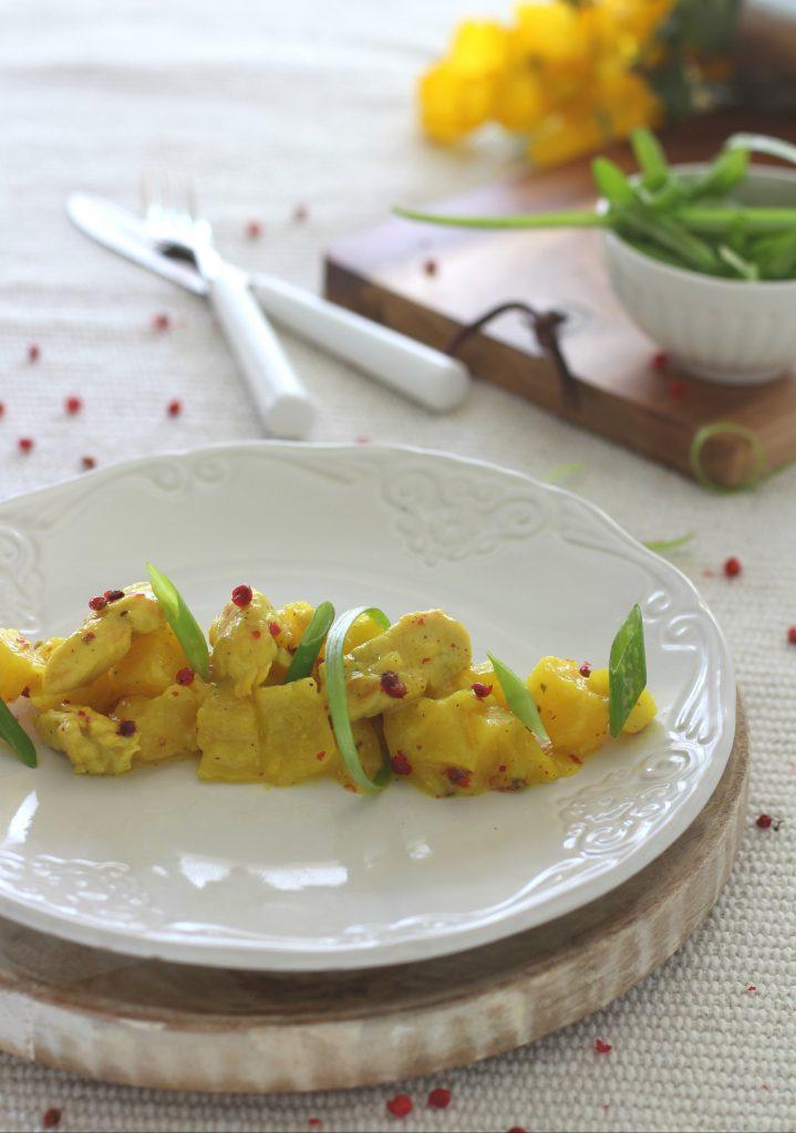 Spezzatino di pollo al curry con mele e ananas facile