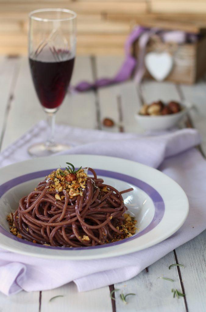 Spaghetti al vino con granella croccante integrali