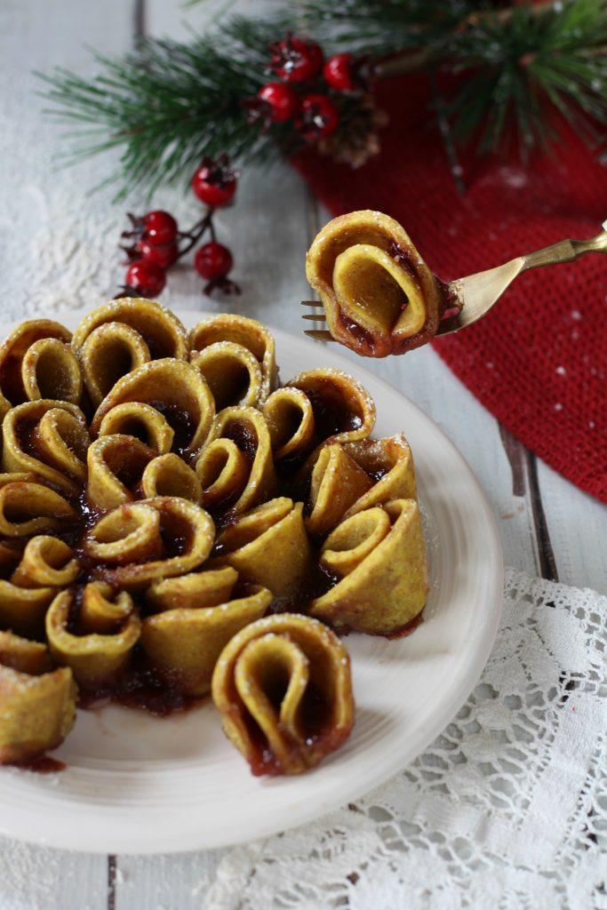 Torta fiore di sfoglia light ricotta e marmellata verticale