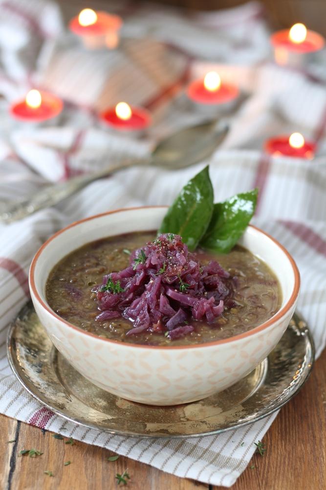 Lenticchie al curry con cavolo cappuccio agrodolce verticale