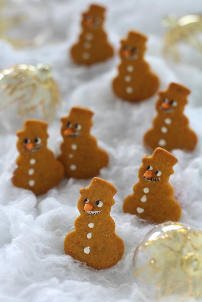 Biscottini pupazzo di neve miele e cannella verticale