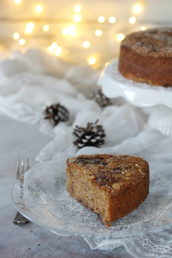 Torta variegata aquafaba prugnole e paprika dolce fetta