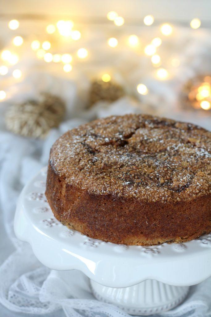 Torta variegata aquafaba prugnole e paprika dolce vegan