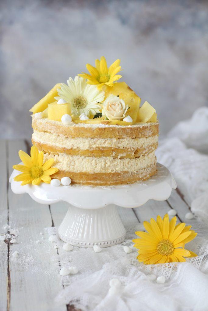 Naked cake con ananas semplice