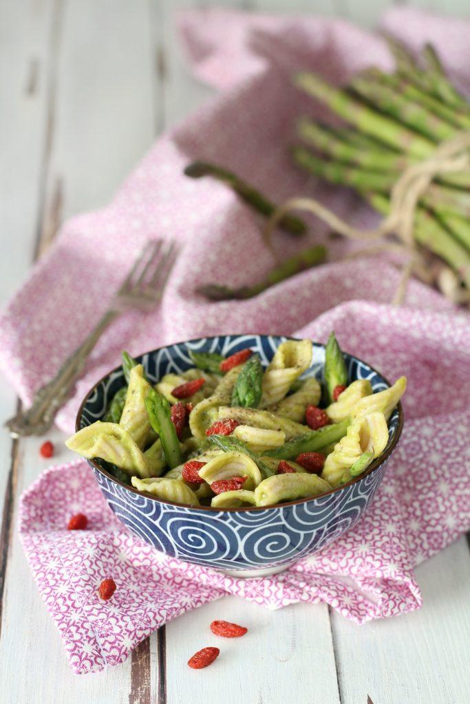 Pasta khorasan con asparagi e bacche di goji AMORETERRA