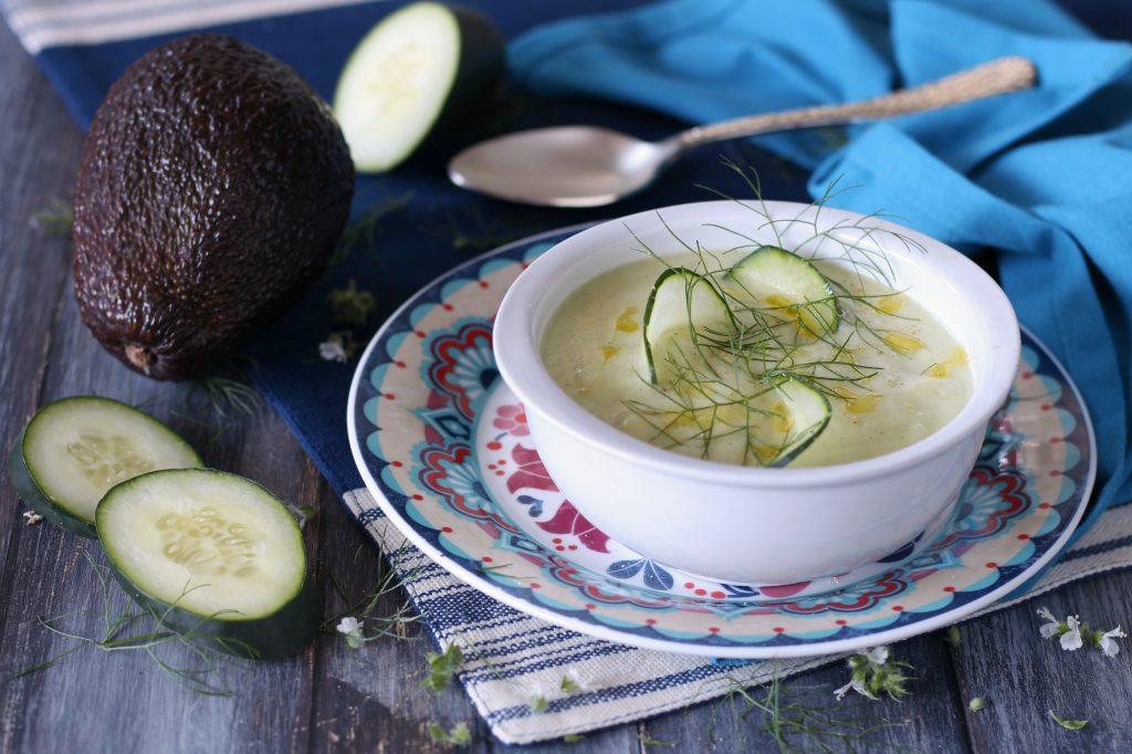 Gazpacho di avocado cetrioli e yogurt greco papilla monella for Cucinare cetrioli