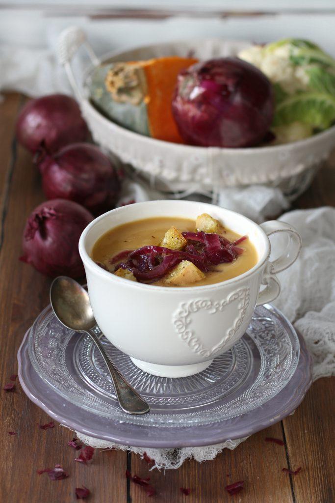 Crema di cavolfiore zucca e zenzero con cipolla ricetta vegan