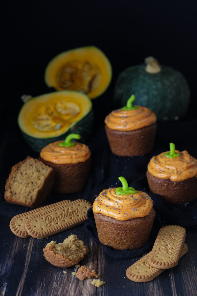 Cupcakes con biscotti Osvego 5 cereali Gentilini e frosting alla zucca pronti da gustare