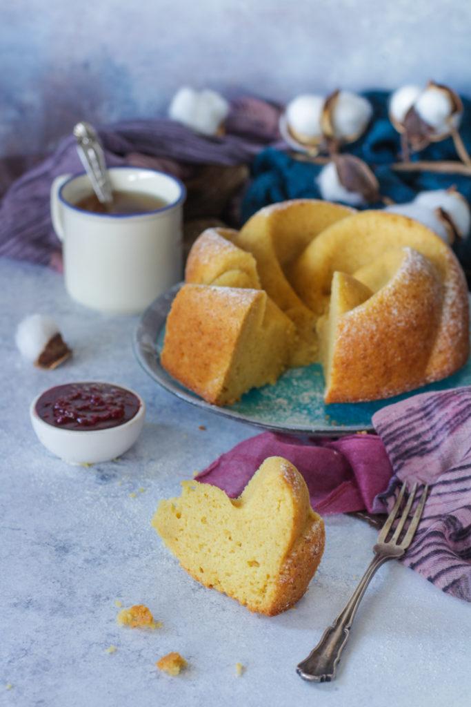 Torta soffice al kamut e anice senza lattosio fetta pronta da gustare