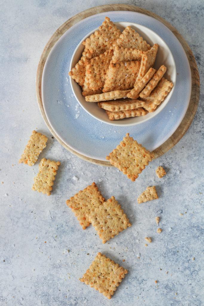 Crackers salati panna e parmigiano facili e sfiziosi