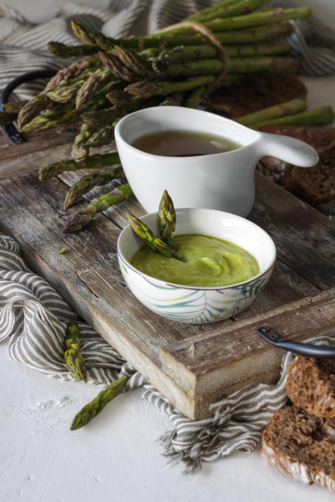 Crema e brodo di asparagi - come riciclare i gambi