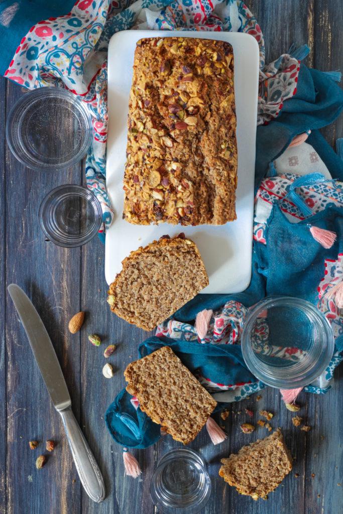 Plumcake integrale all'acqua e frutta secca ricetta veloce facile