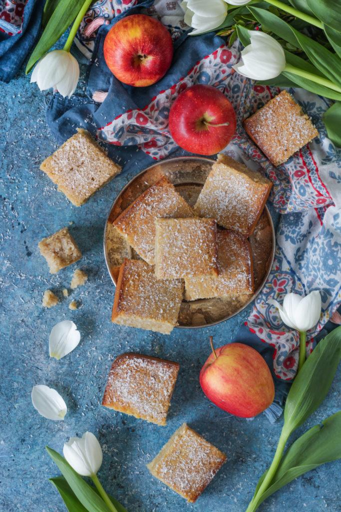 Torta vegan al cocco e purea di mele senza lattosio