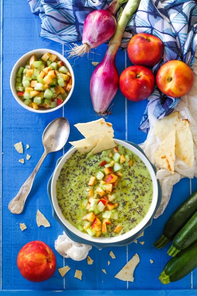 Crema fredda di zucchine, yogurt e semi di chia ricetta vegetariana