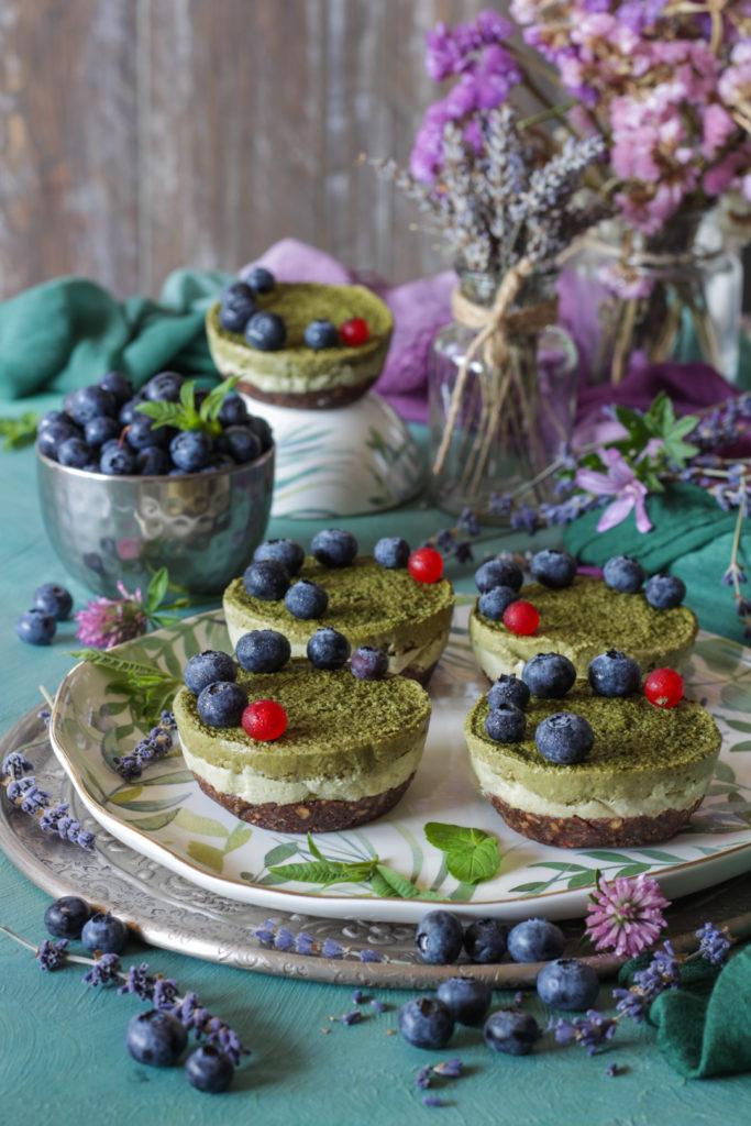 Tortine vegan senza cottura con avocado