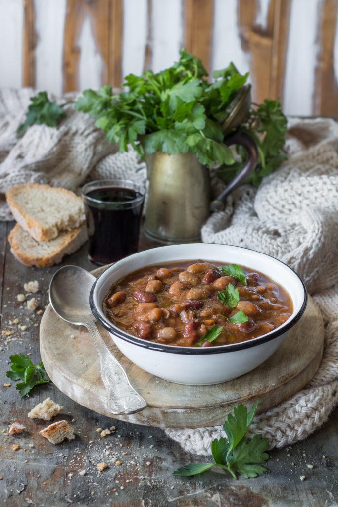 Zuppa cremosa di legumi al vino rosso facile