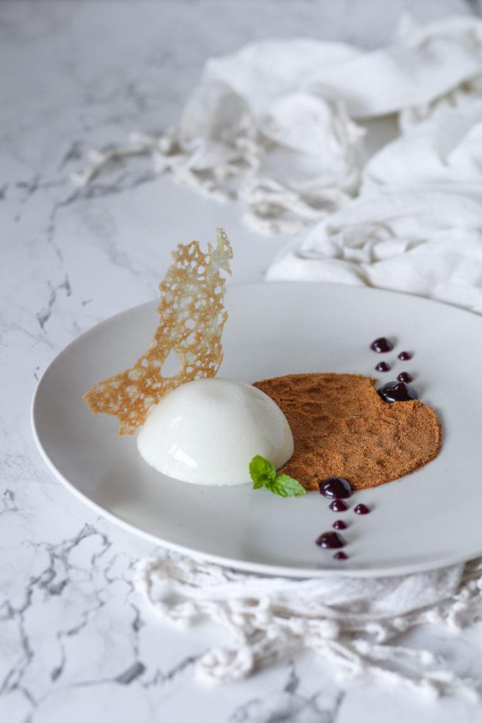 Panna cotta brulè dessert gourmet