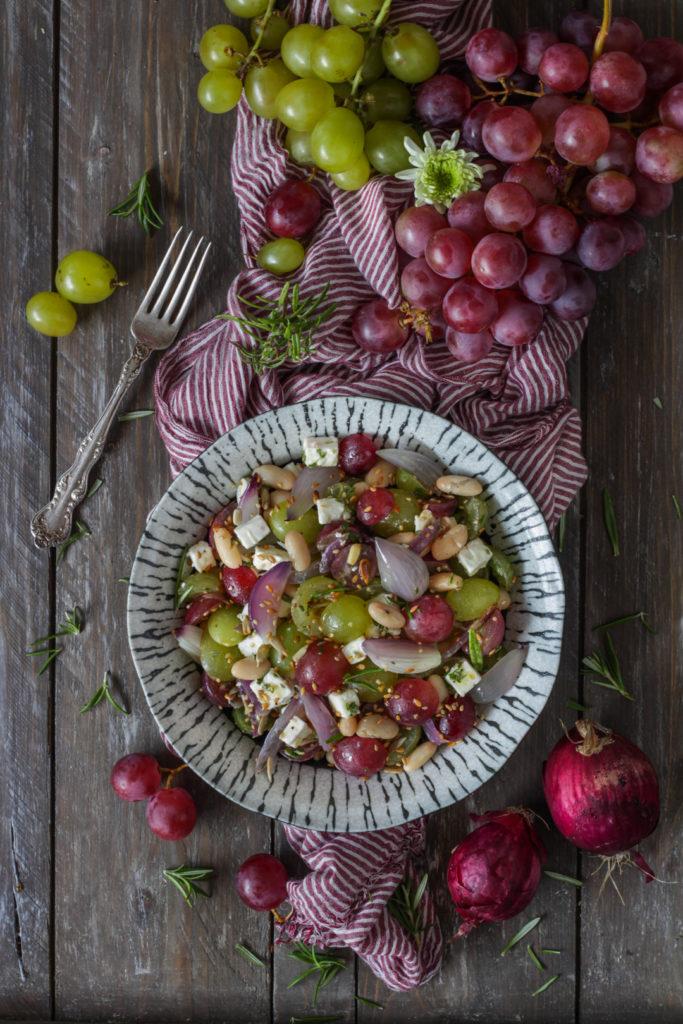 Insalata di uva feta e cannellini vegetariana