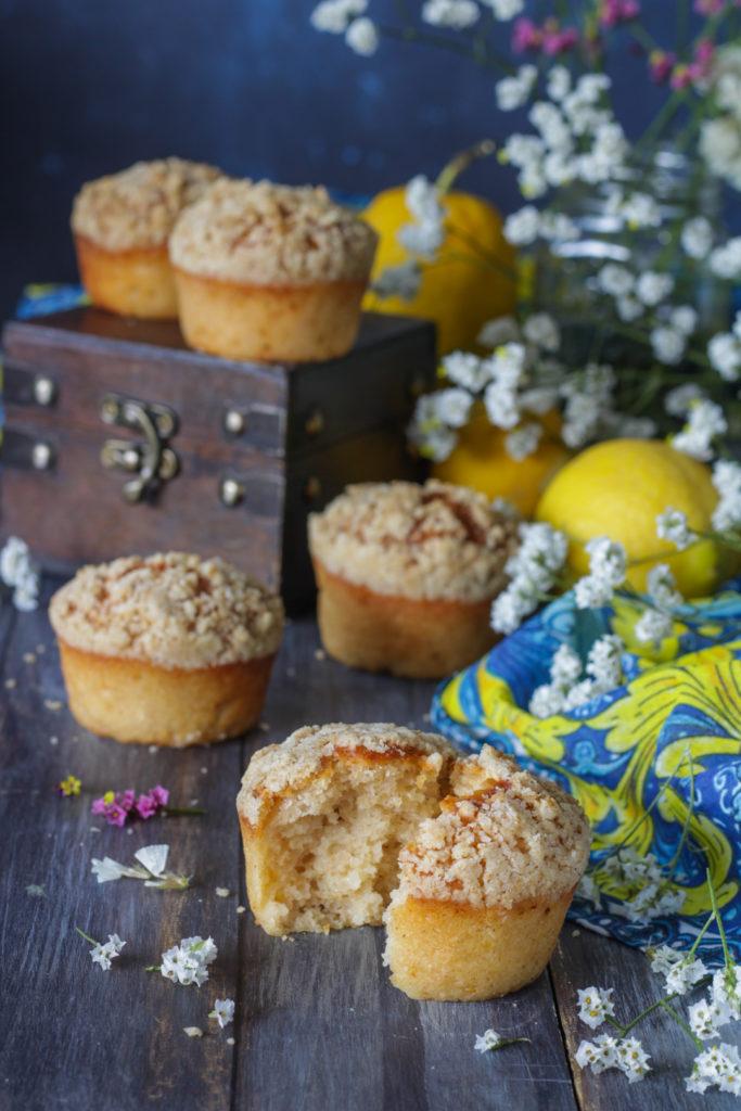 Muffin limone e yogurt con crumble croccante senza burro