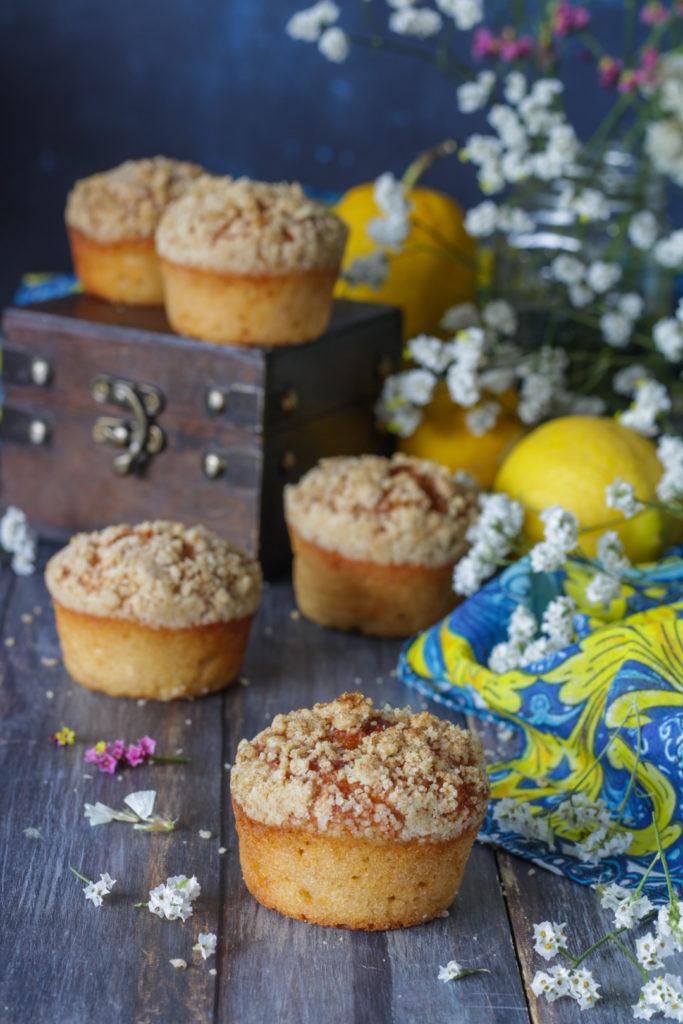 Muffin limone e yogurt con crumble croccante senza uova