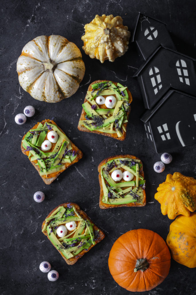 Avocado toast di Halloween facili e light