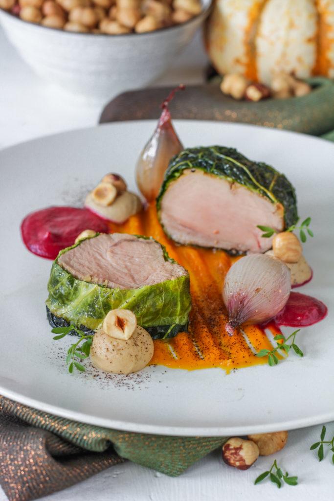 Filetto di maiale bardato con nocciole e verza gourmet chef style