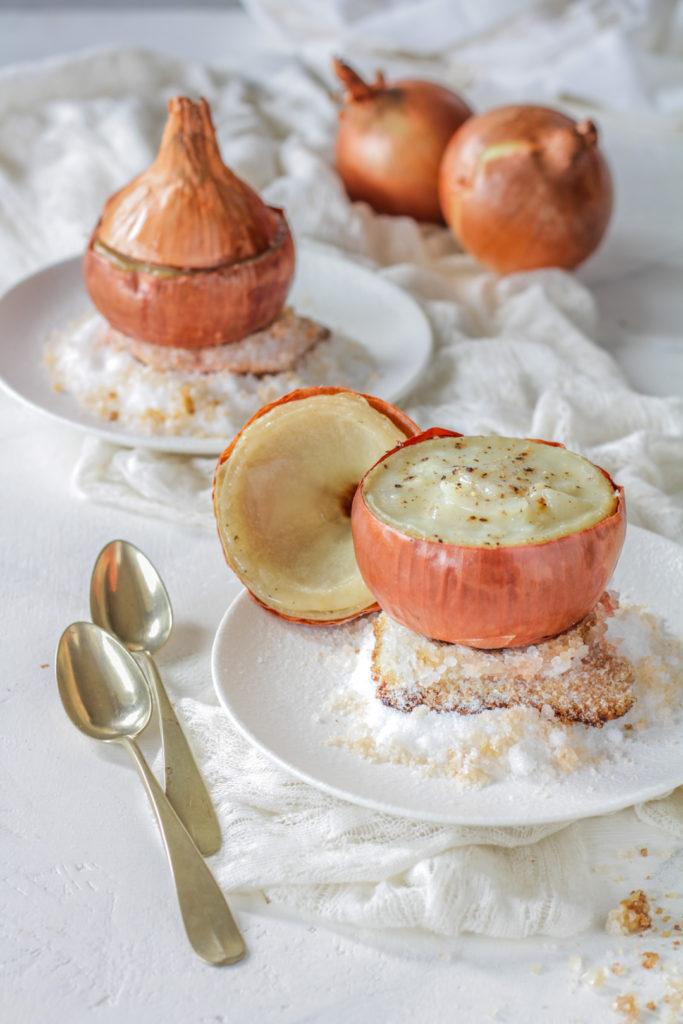 Cipolla fondente ripiena su letto di sale ricetta facile