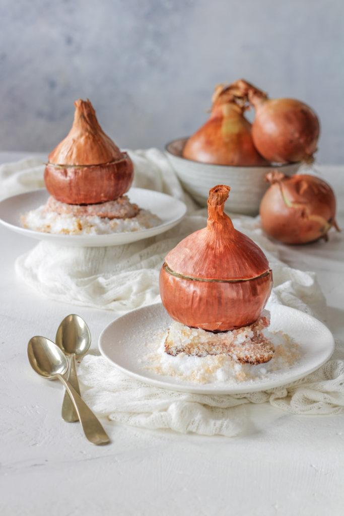 Cipolla fondente ripiena su letto di sale osteria ophis
