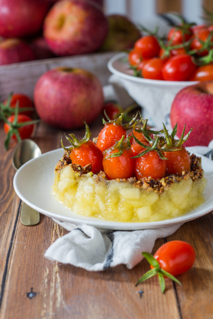 dessert con mele pomodorini e croccante ricetta vegan Cannavacciuolo