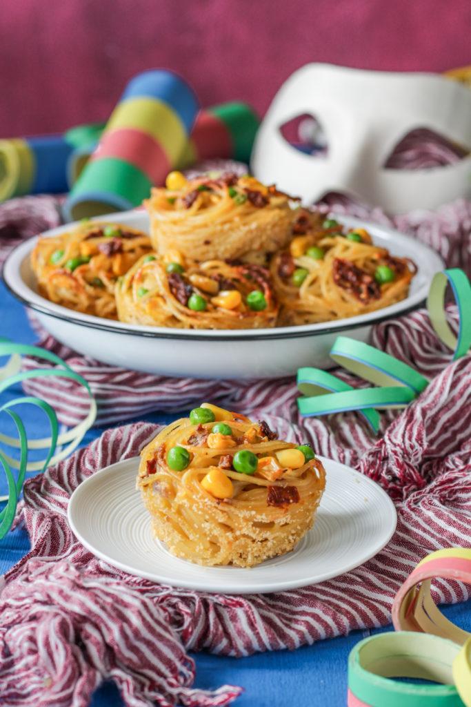Nidi di spaghetti al forno di Carnevale facili e gustosi