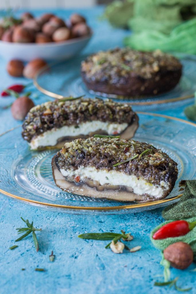 Funghi ripieni al forno con yogurt olive e nocciole ricetta ripieno goloso