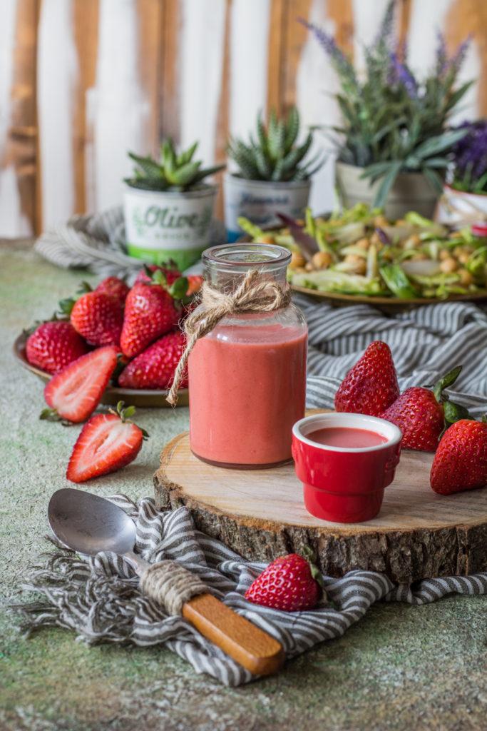 Salsa fragole e miele per insalata
