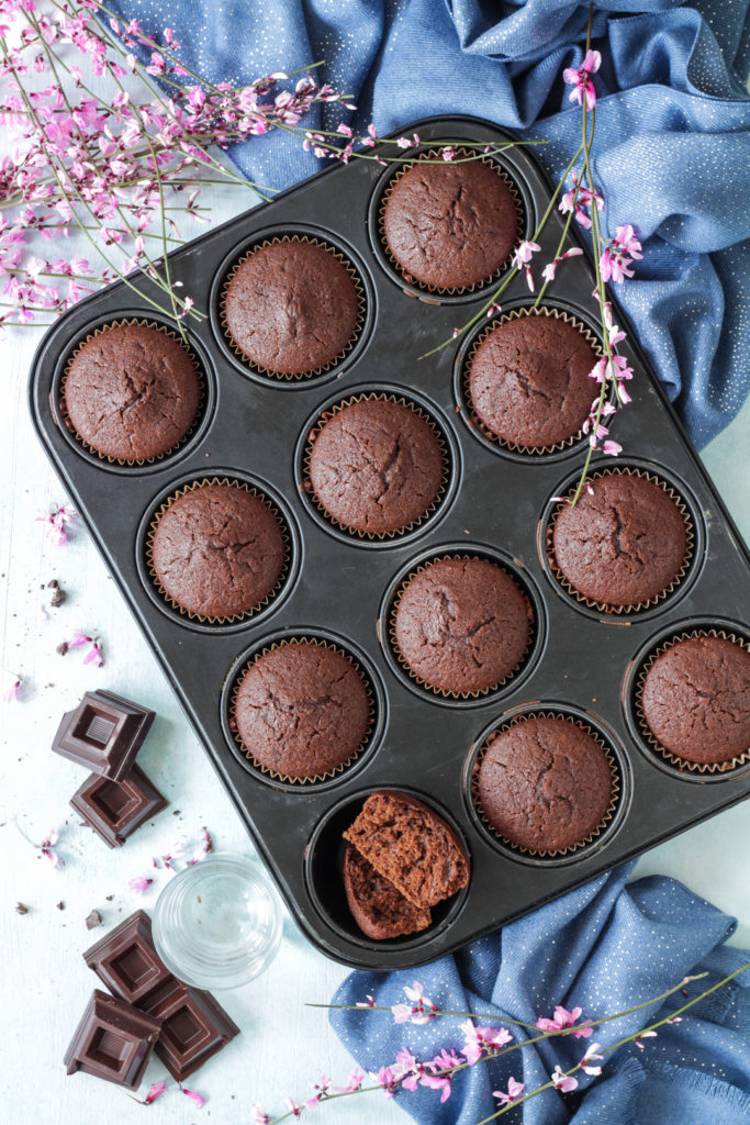 Muffin acqua e cioccolato fondente senza uova e lattosio light