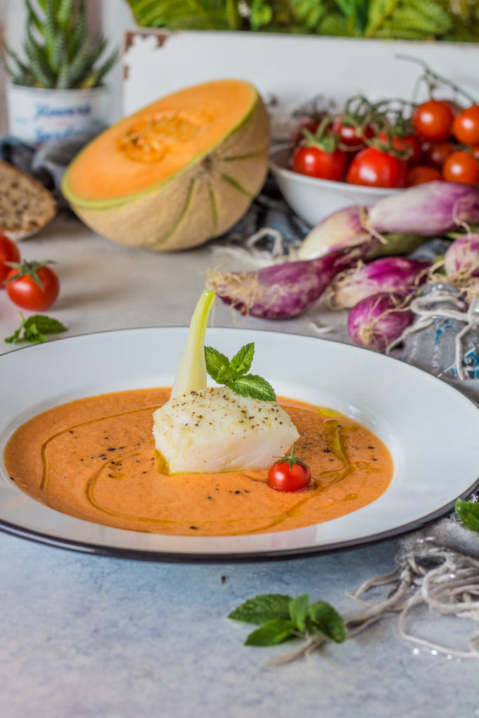 Baccalà in oliocottura su gazpacho di melone e pomodori facile estivo