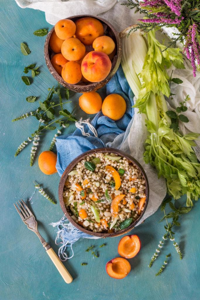 Insalata di grano saraceno con sedano e albicocche senza glutine